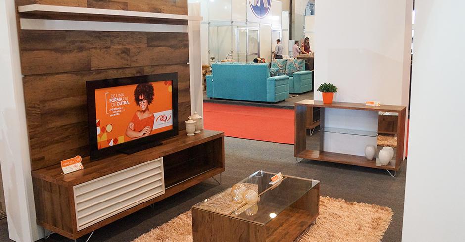 Ambiente composto por Bancada c/ Painel Venezza, Mesa de Centro Charmy e Aparador Duo